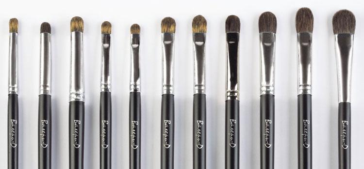 Выбор кистей для макияжа огромен. Давайте разберемся какая кисть в макияже для чего предназначена