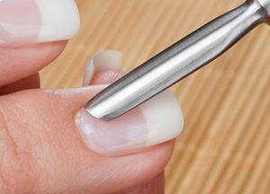 Важный этап, влияющий на здоровье ногтей - обработка кутикулы.