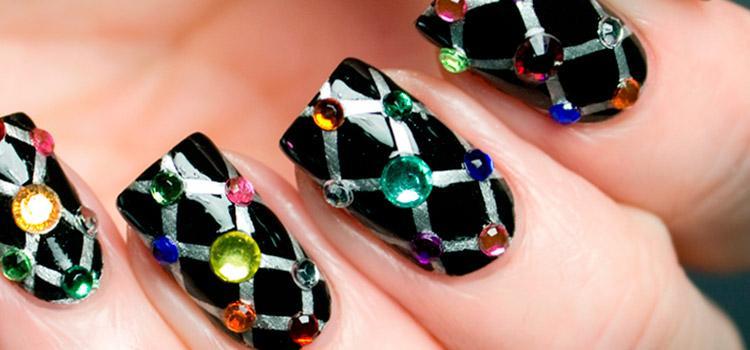 Жидкие камни новая тенденция в мировой моде. Такой маникюр сделать не просто, но вполне возможно, даже в домашних условиях
