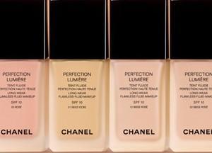 Тональный крем Chanel Aqua еще называют тональной водой. Он сливается с кожей и придает ей естественную свежесть