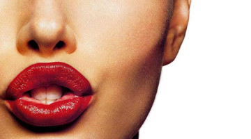 Помады Шанель - лидер по продажам в 2015 году, благодаря широкой палитре и высокому качеству продукции